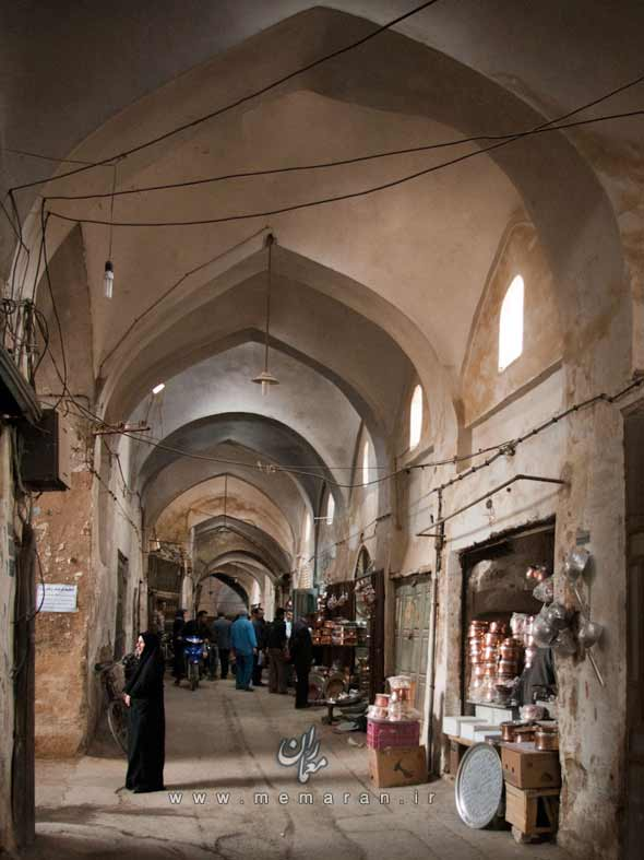 yazd-iran-d-one-of-the-many-bazaar-alleys