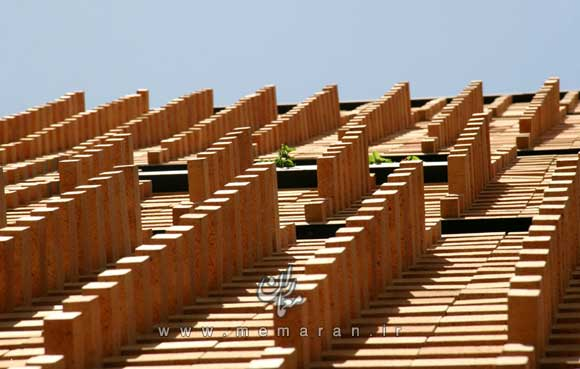 brick-pattern-house-by-alireza-mashhadimirza-01