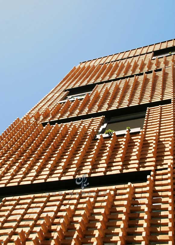 brick-pattern-house-by-alireza-mashhadimirza-02