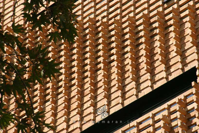 brick-pattern-house-by-alireza-mashhadimirza-03